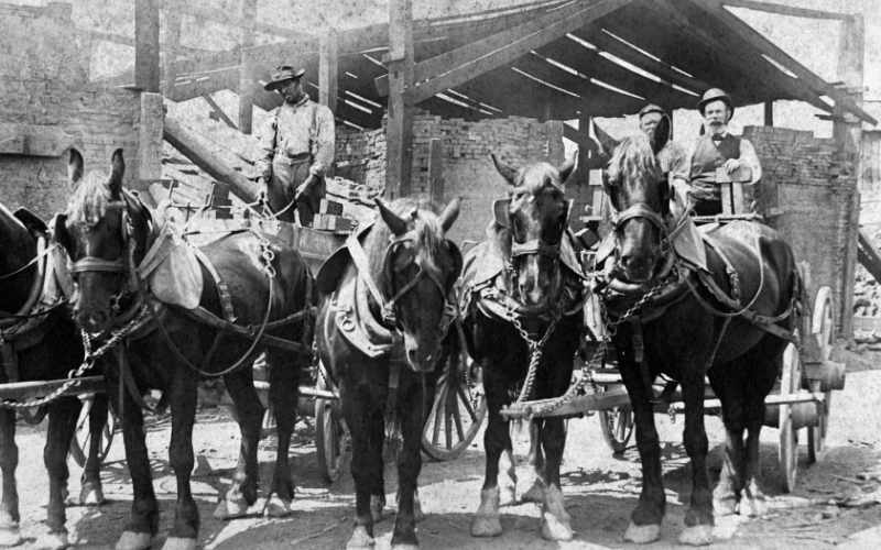 How-many-horses-does-it-take-to-pull-a-wagon